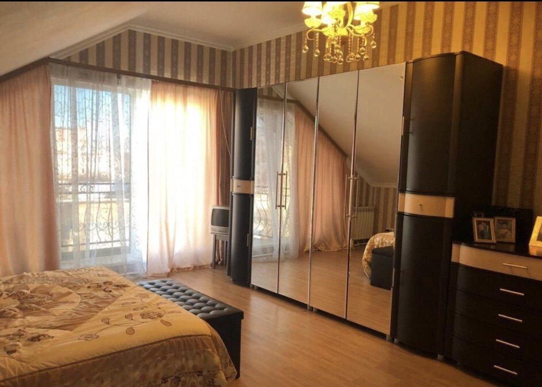 Продажа дома, 280м <sup>2</sup>, 8 сот., Луга, Урицкого просп.