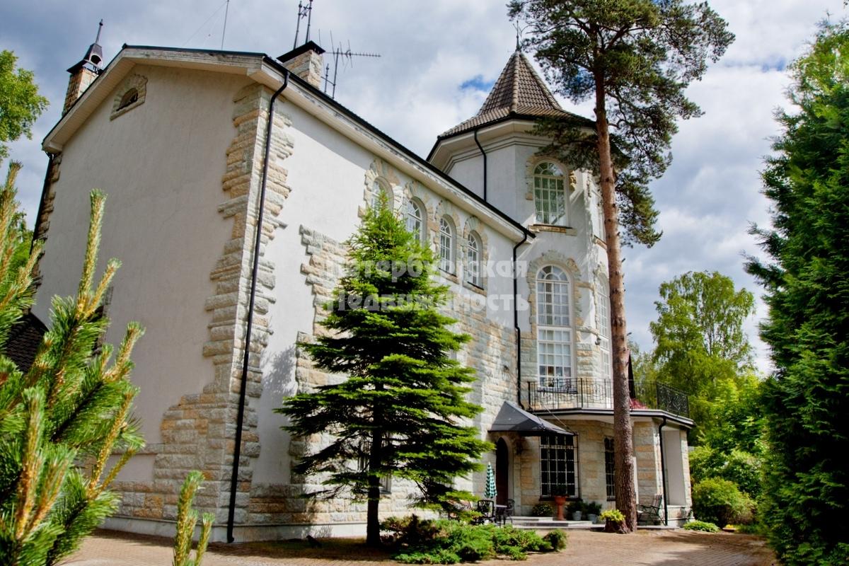 Cottage на продажу по адресу Россия, Санкт-Петербург, Курортный р-н, Репино пос., 2 Новая ул.